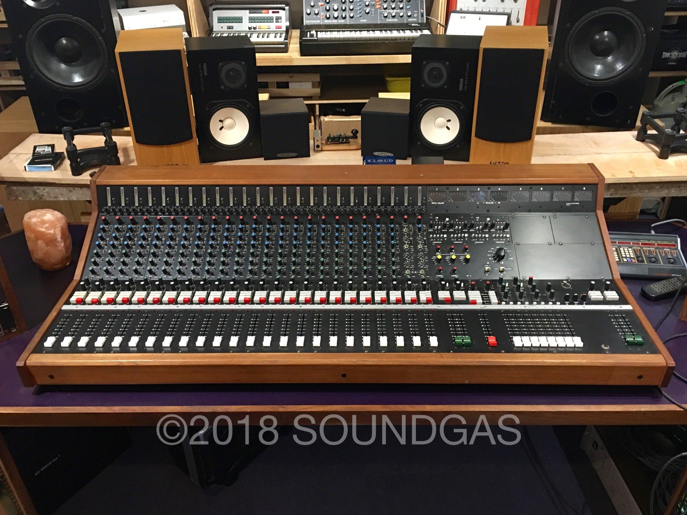 Chilton-QM3-24-8-2-Mixing-Console-1-1.jp