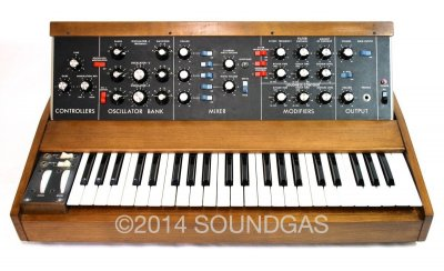 Moog Minimoog Model D Synthesiser (Front Top 2)