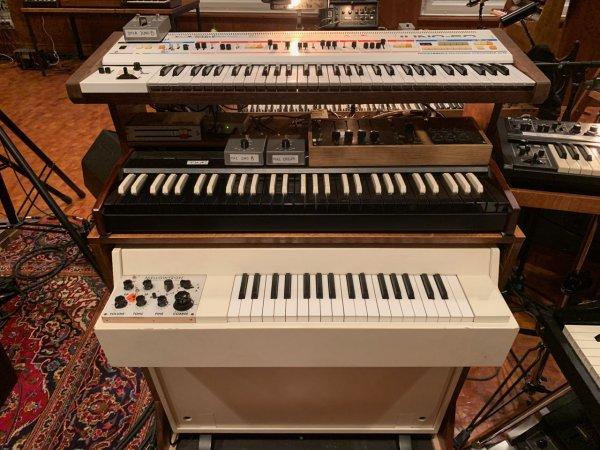 Nils-Frahm-Funkhaus-Salle-3-Roland-Juno-60-Mellotron