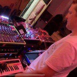 Sam-Sheherd-Floating-Points-Studio-Tour-sq