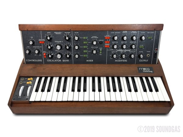 Moog-Minimoog-Model-D-Synthesizer-SN2076-Cover-2