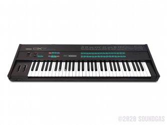 Yamaha-DX-7-Synthesizer-Keyboard-SN18171-Cover-2