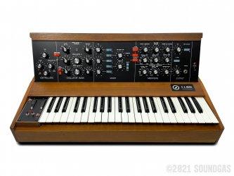 RA-Moog-Minimoog-Model-D-SN1046-Cover-2