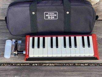 Toy Store: Suzuki Bass Melodica B-24 (Melodian)